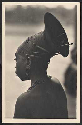 אישה מבני המנגבטו- ראשית המאה העשרים